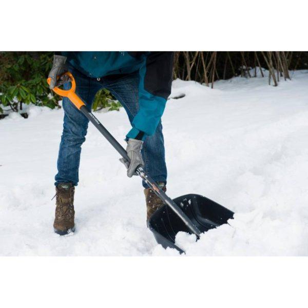Łopata do śniegu SnowXpert Fiskars